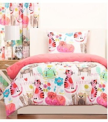 The Pink Comforter Makes The Entire Tone Of The Room Even Cuter. This  Adorable Cat Bedroom Set Is A Must For Cat Lovers Who Love The Color Pink.